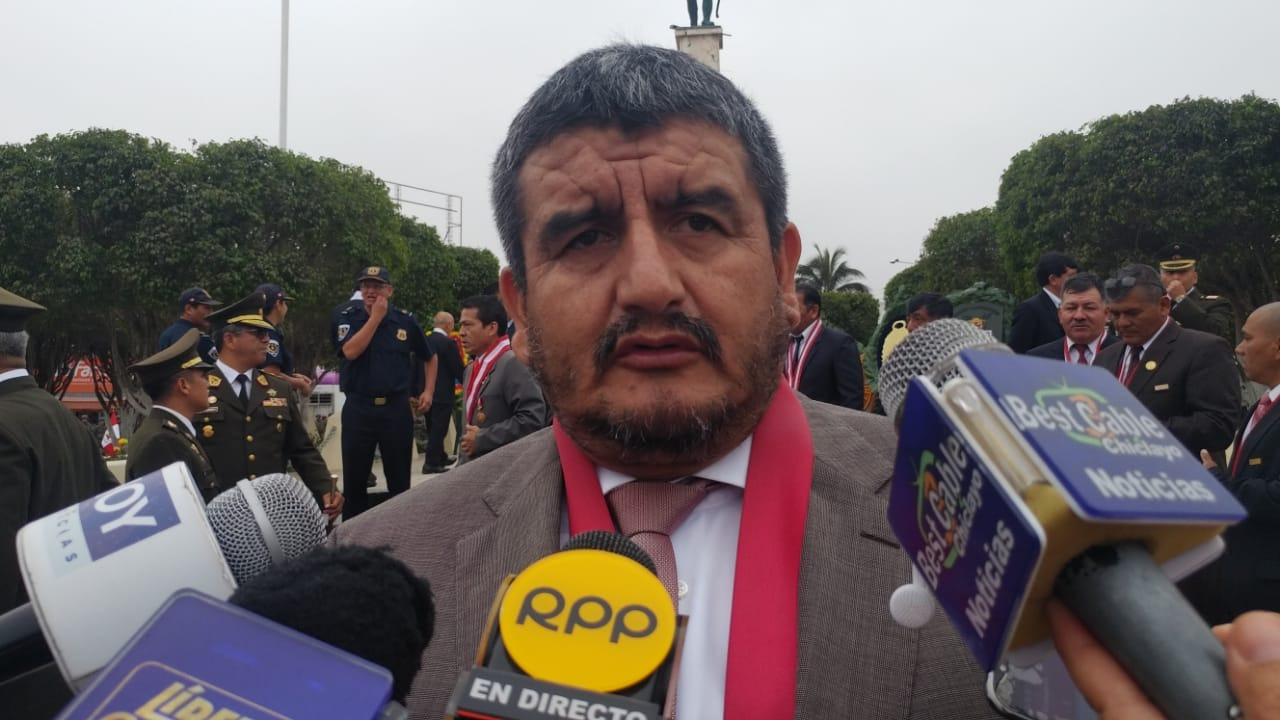 Humberto Acuña solicitó hacer uso de sus vacaciones, que le corresponde gozar según Decreto Legislativo N° 276.
