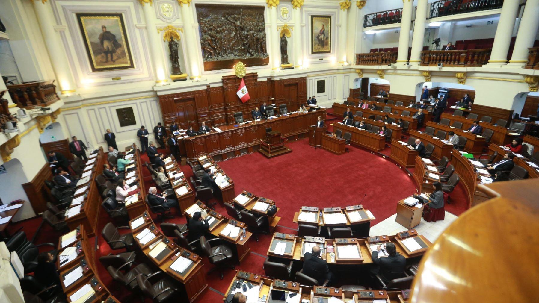 Los parlamentarios Kenji Fujimori, Bienvenido Ramírez y Guillermo Bocángel fueron suspendidos del Congreso tras varias horas de debate.
