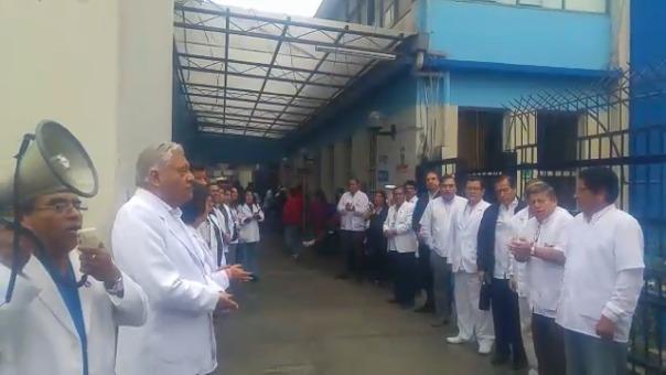 Médicos suspenden sus labores.