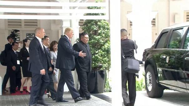 El presidente de Estados Unidos, Donald Trump, mostró el interior de su limusina presidencial blindada, apodada