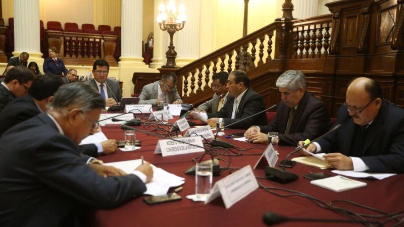 La Comisión de Transportes y Comunicaciones aprobó por mayoría el dictamen que recomienda la insistencia de la llamada 'Ley Mulder'