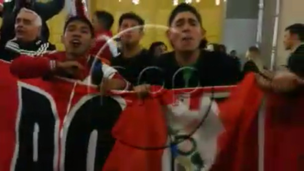 Los hinchas peruanos acompañan a la 'Blanquirroja' en Rusia.