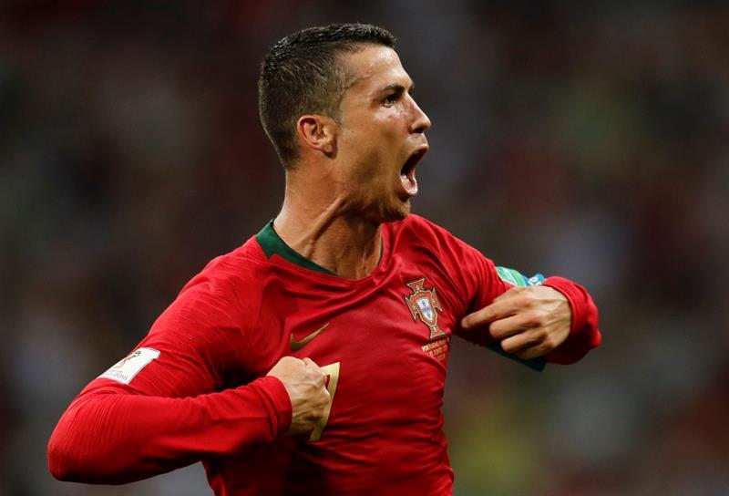 Cristiano Ronaldo celebrando su triplete ante España.