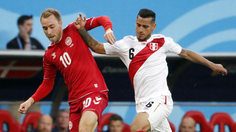 Miguel Trauco jugó desde el arranque en el debut de Perú ante Dinamarca en el Mundial.