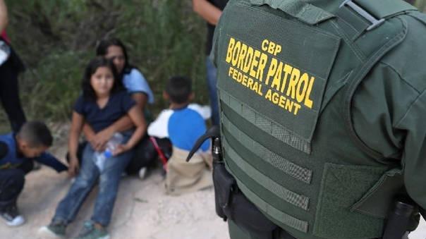 Cerca de 2,342 menores han sido separados de sus padres quienes llegan a la frontera sin documentos.