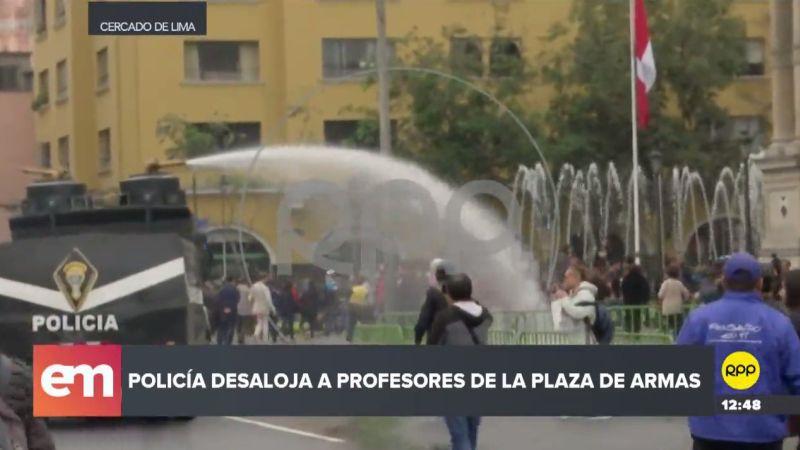 La Policía utilizó un 'Pinochito' para despejar a los manifestantes.
