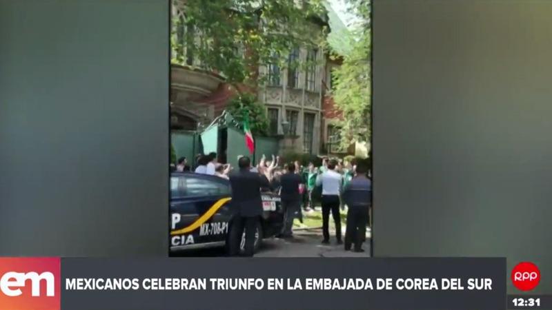 Hinchas celebran en la embajada de Corea del Sur en Ciudad de México