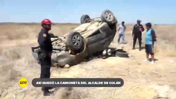 Así quedó la camioneta que conducía el alcalde fallecido. La autoridad viajaba junto a su hija y dos acompañantes más hacia la fiesta de San pedro en Paita.
