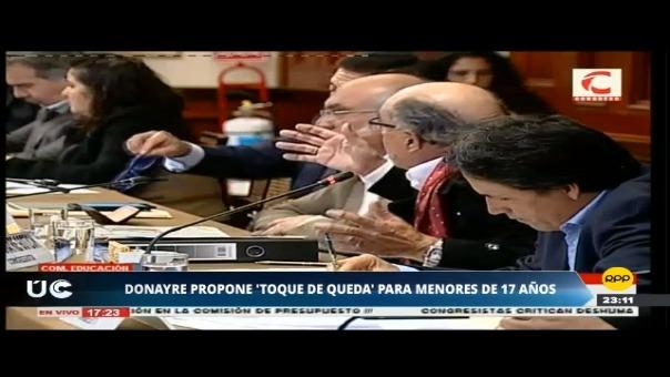 El congresista Donayre sorprendió a los legisladores que se encontraban interrogando al ministro Daniel Alfaro en la Comisión de Educación.