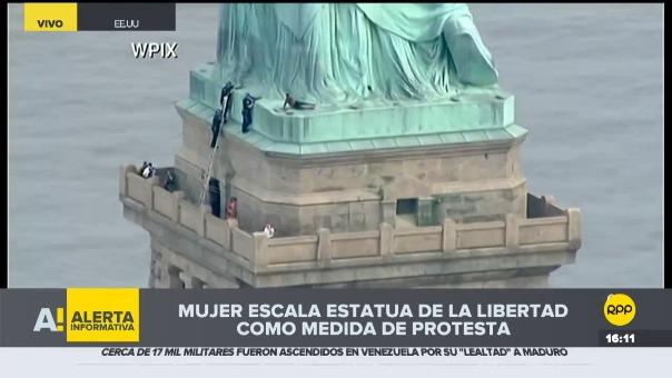 Protestó en la Estatua de la Libertad.