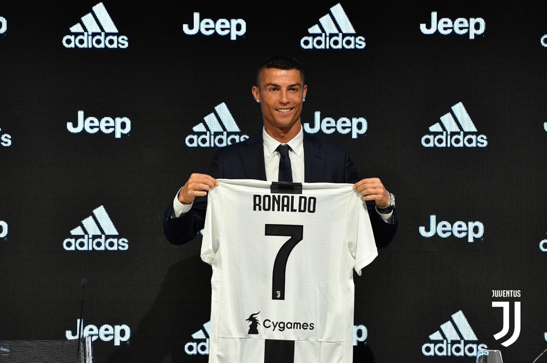 Cristiano Ronaldo feliz como nuevo jugador de Juventus.