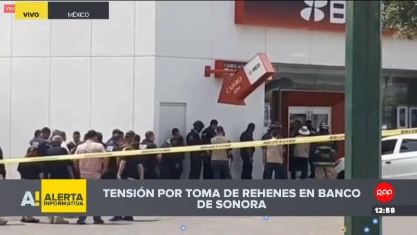 Policía enfrenta toma de rehenes en México