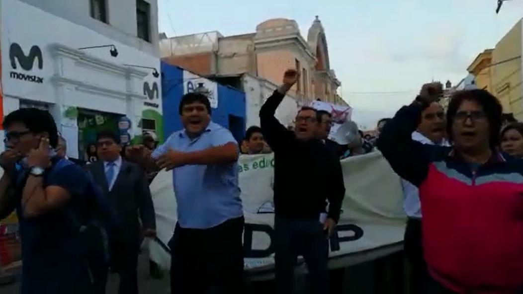 Un enfrentamiento contra los abogados se produjo al inicio de la marcha contra la corrupción.