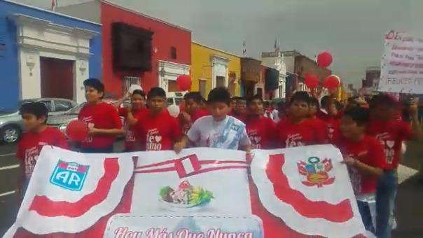 Escolares expresaron su orgullo por el Perú.