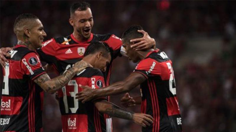 Flamengo, con Paolo Guerrero en cancha, derrotó a Botafogo por la fecha 14 del Brasileirao.