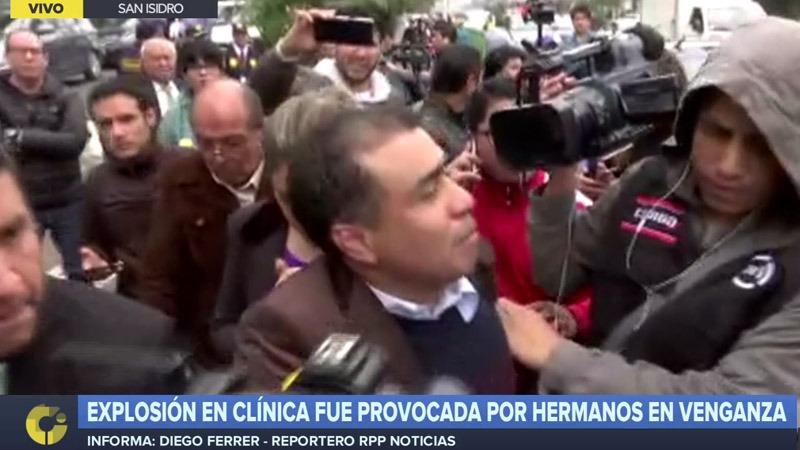 Percy Benites acudió a la clínica Ricardo Palma para conocer el estado de sus hermanos Alexander Lenin y Claudia Rocio.