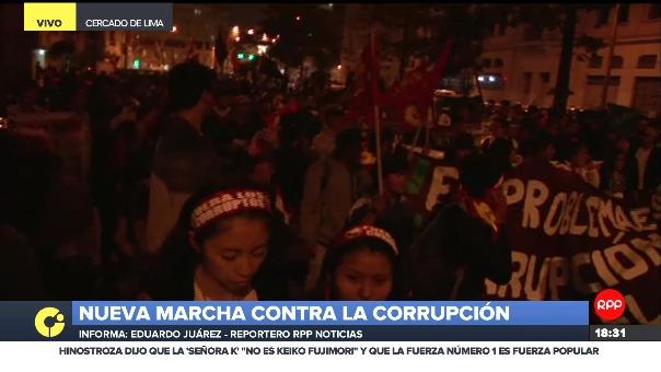 Con carteles que piden una completa reestructuración del Poder Judicial, manifestantes marchan por los llamados 'Audios CNM'.