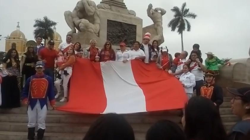 Evangélicos salieron a las calles con la bandera nacional.