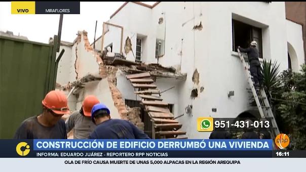 La escalera que conecta con el segundo nivel de la casa terminó destruida.