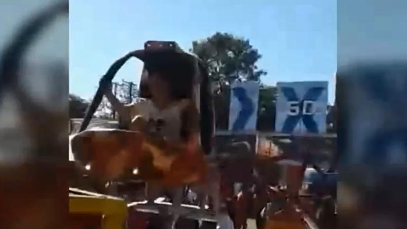 Video Juego Mecanico Se Desprendio Y Causo Panico En Parque De