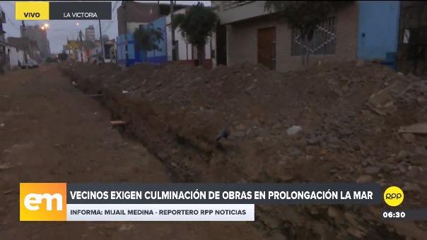 Vecinos se quejan del mal aspecto de los desmontes y las tuberías abiertas.