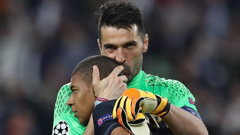 Buffon y Mbappé son compañeros en la PSG.