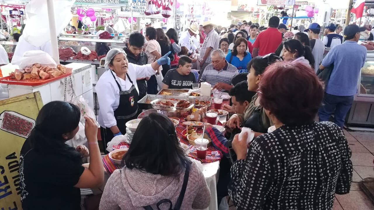 Comerciantes ofrecieron lo mejor de la culinaria arequipeña en el mercado San Camilo.