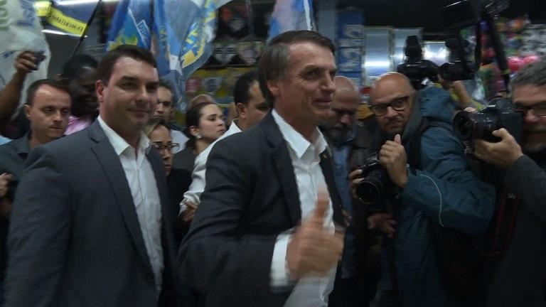 Bolsonaro defiende portación de armas en Brasil.