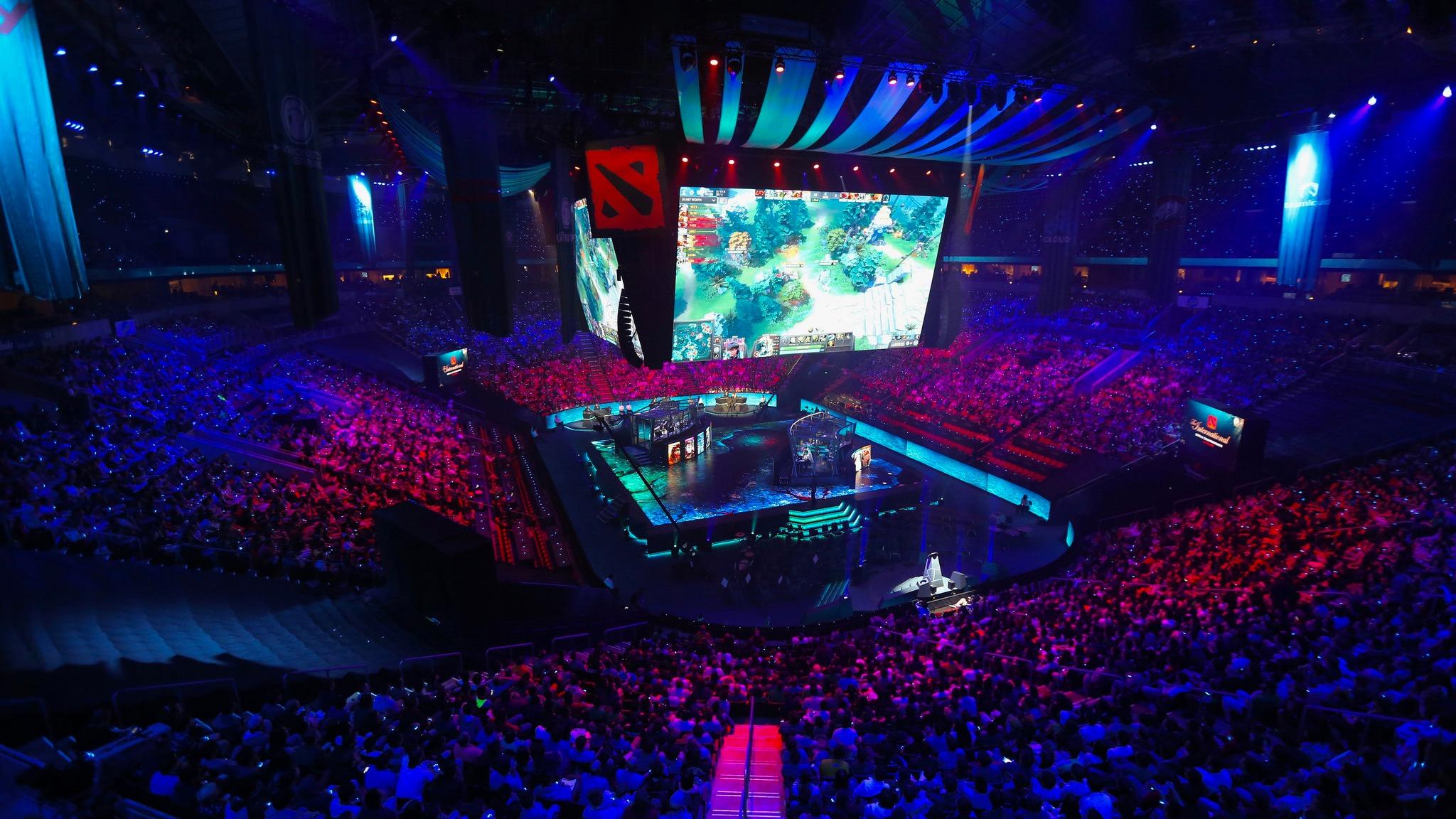 Leandro Gómez investigó cómo las transmisiones del videojuego enganchan a millones de usuarios que prefieren verlo que jugarlo.