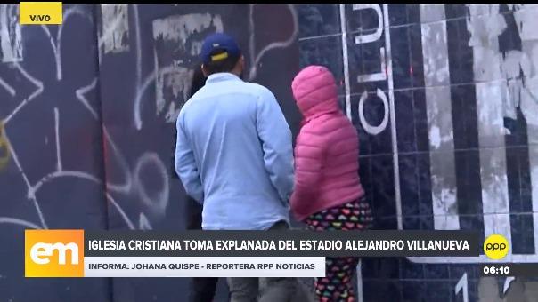 Vecinos de Matute resguardan una pared para evitar que miembros de la iglesia cristiana borren el último escudo de Alianza Lima.