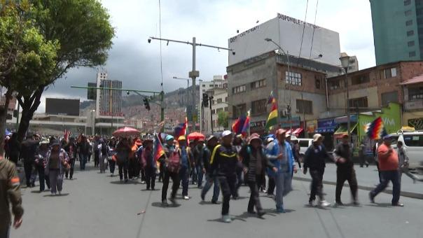 Miles de bolivianos no quieren a la presidenta interina Jeanine Áñez.